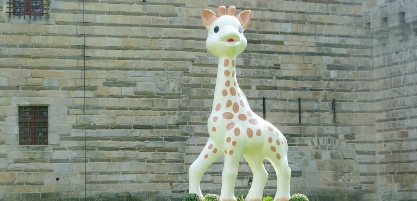 Une Sophie la girafe géante dans les rues de Rouen