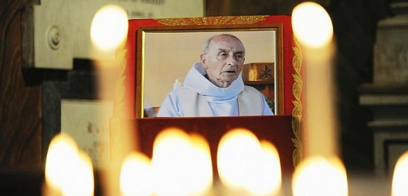 Attentat de Saint-Étienne-du-Rouvray : le procès en béatification du père Hamel officiellement ouvert