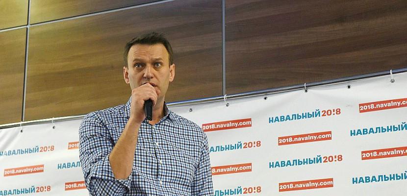Selfies et agressions: l'opposant russe Navalny en campagne