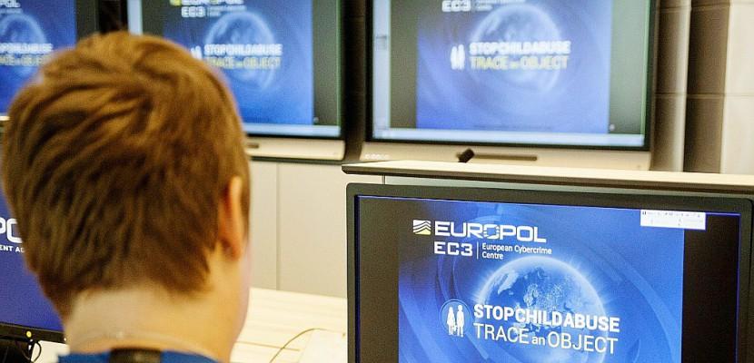 """Les arrestations liées au """"terrorisme jihadiste"""" ont doublé en 2 ans dans l'UE"""