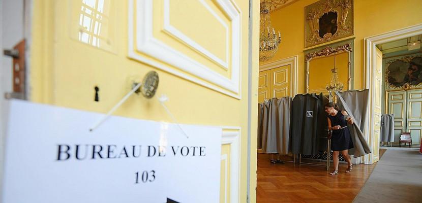 France: raz-de-marée pro-Macron en vue aux législatives