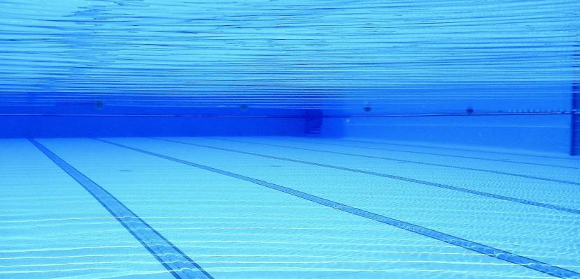 Des perturbateurs envahissent la piscine : 1 300 personnes évacuées en Normandie