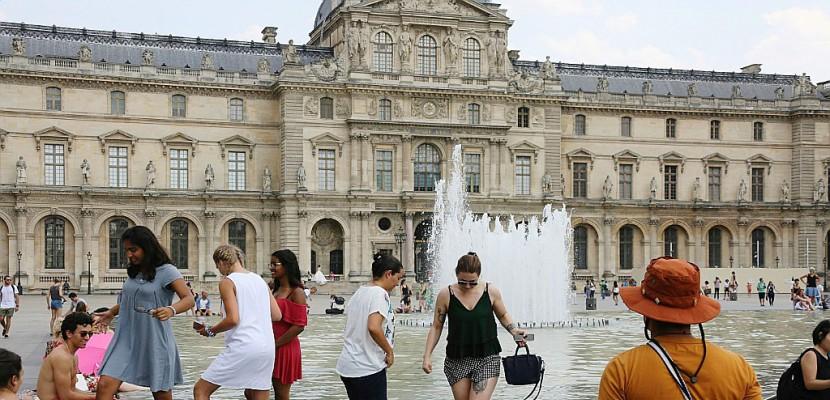 """Canicule: il faut """"impérativement adapter"""" Paris et nos villes"""