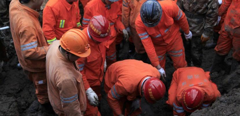 Glissement de terrain en Chine: 100 personnes seraient ensevelies