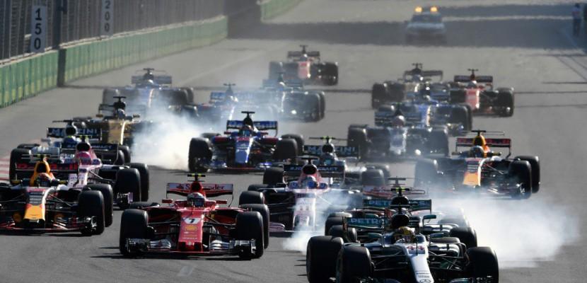 GP d'Azerbaïdjan: nouveau départ derrière une voiture de sécurité