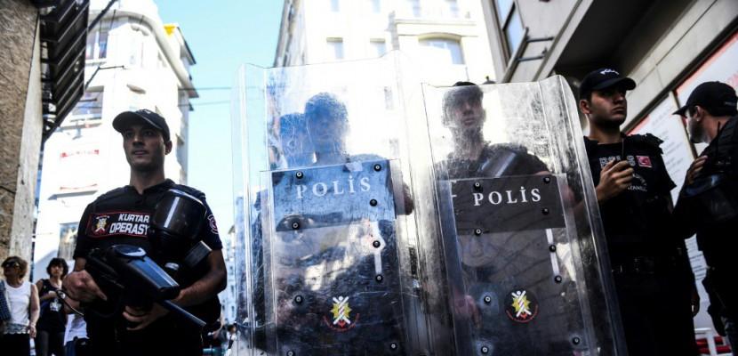 """Istanbul: la police fait usage de balles en caoutchouc pour disperser la """"Gay Pride"""""""