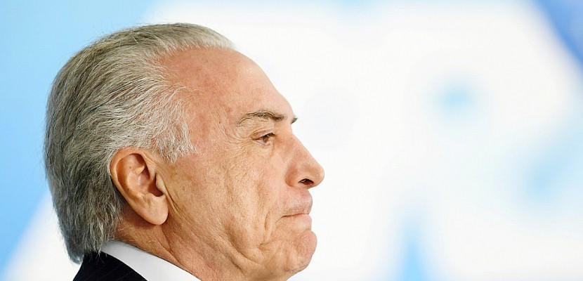 Brésil: le président Temer formellement accusé de corruption