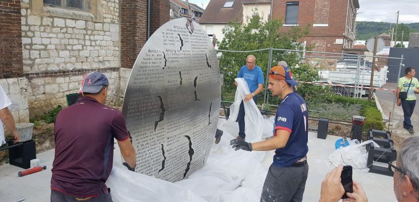 Le monument en hommage au père Hamel dévoilé à Saint-Étienne-du-Rouvray