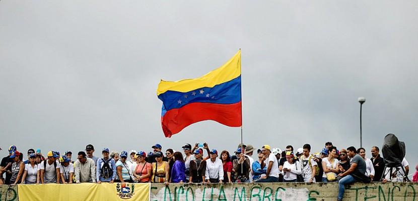 """Venezuela: des """"grenades"""" tirées d'un hélicoptère contre la Cour suprême"""