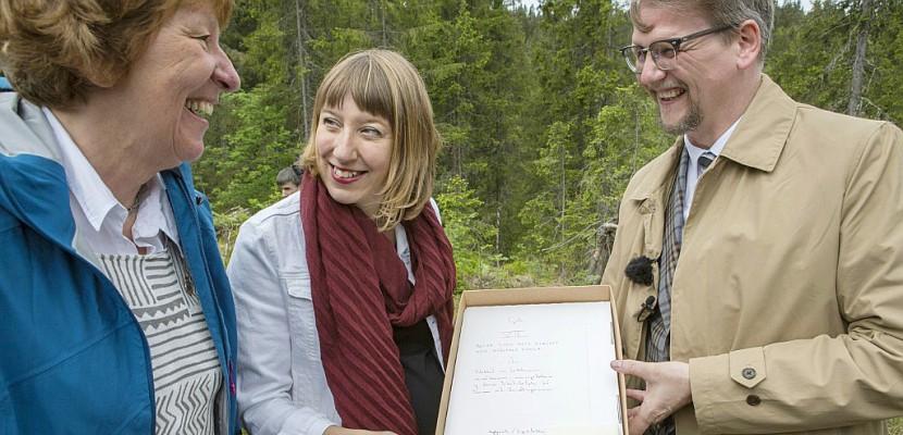 """Dans une forêt d'Oslo pousse la """"bibliothèque du futur"""""""