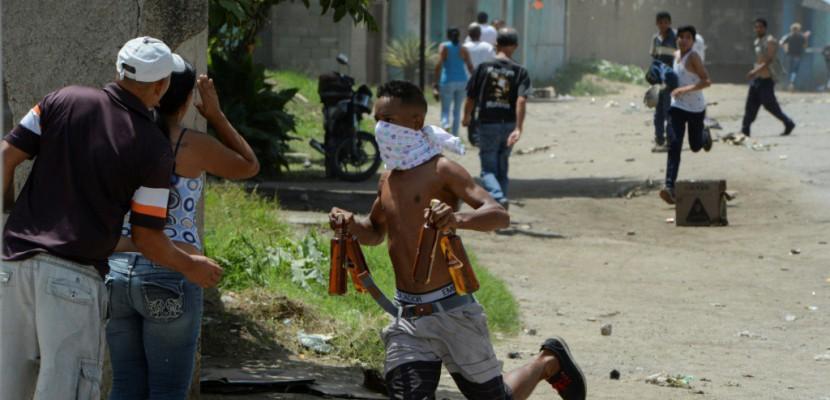 Venezuela: dans Maracay, en proie aux pillages