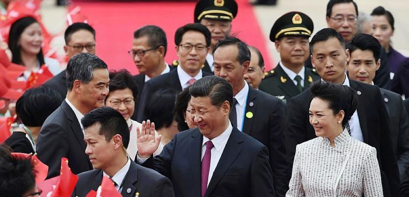 Xi arrive à Hong Kong pour sa première visite en tant que président chinois