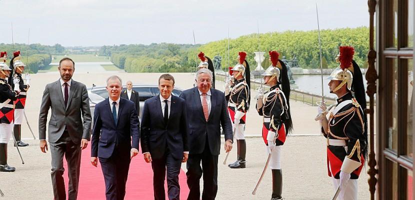 Arrivée d'Emmanuel Macron à Versailles pour un déjeuner d'avant Congrès
