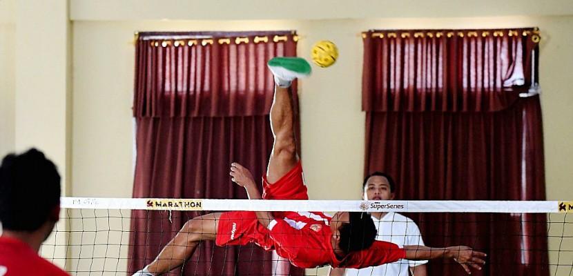 En Indonésie, discipline de fer pour les joueurs de sepak takraw