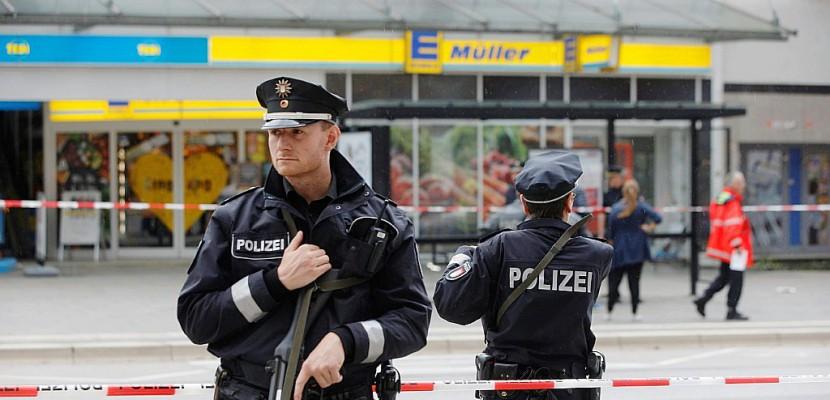 Attaque au couteau à Hambourg: un mort et quatre blessés