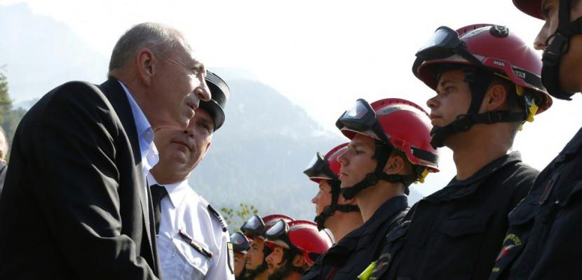 """Incendie en Corse: Collomb appelle les habitants à """"faire preuve d'attention"""""""