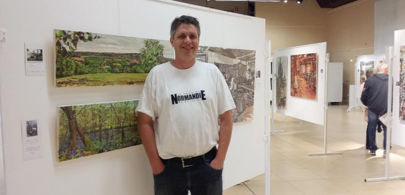 Manche: un peintre réalise un tour de Normandie en 80 toiles