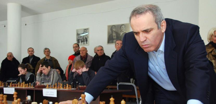 Douze ans après, Kasparov revient secouer le monde des échecs