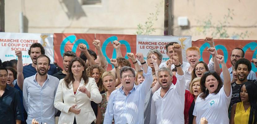 """Mélenchon mobilise dans la rue contre le """"coup d'Etat social"""" de Macron"""
