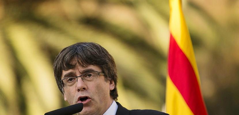 Indépendance de la Catalogne: l'Espagne attend la réponse de Puigdemont