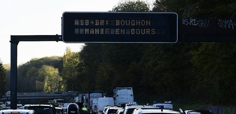 Les forains ralentissent à nouveau le trafic autour de Paris