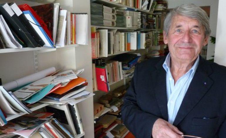 Il lègue 3 500 ouvrages de culture nordique aux bibliothèques de Caen !