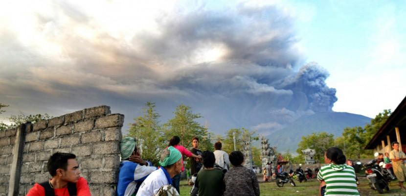 Un volcan de Bali perturbe le trafic aérien
