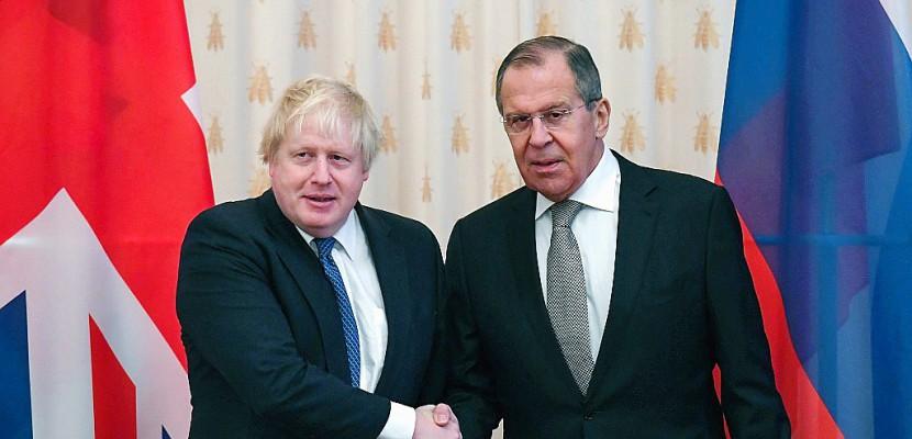 Boris Johnson cherche à surmonter les tensions avec Moscou