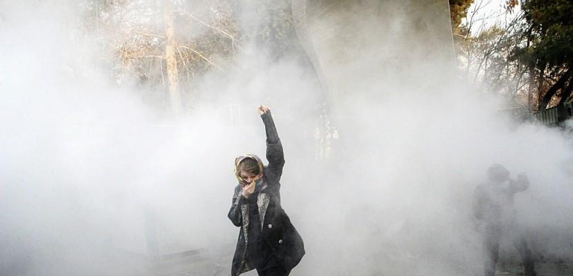 Iran: 9 morts dans des troubles nocturnes, 450 arrestations à Téhéran