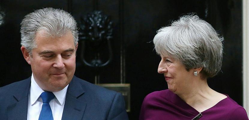 Royaume-Uni: Theresa May enclenche le remaniement de son gouvernement