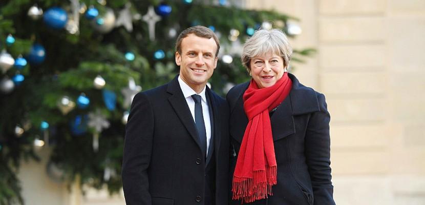 """Crise migratoire: Paris et Londres signeront jeudi un """"nouveau"""" traité"""