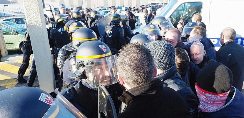 Prisons: les syndicats claquent la porte des négociations, le conflit s'enlise