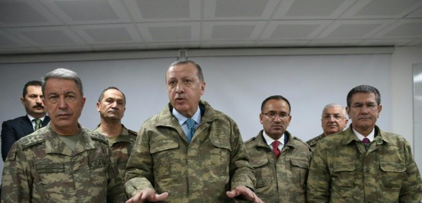 Syrie: Erdogan à la frontière, promet de poursuivre l'offensive
