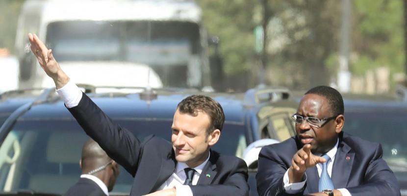 Au Sénégal, Macron s'engage pour l'éducation et l'environnement