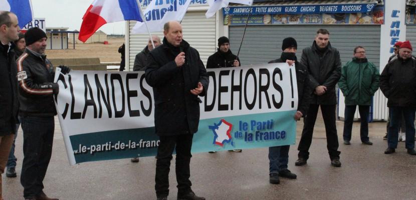 Anti-migrants et pro-migrants se font face à Ouistreham