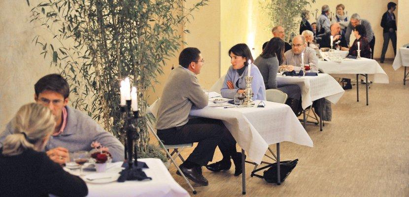 Près de Caen, la discussion au cœur d'un repas en amoureux