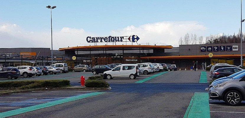 Carrefour : le personnel en grève à l'hypermarché de Flers