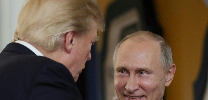 """""""Morts de rire à Moscou"""": nouvelle contre-offensive de Trump sur l'enquête russe"""