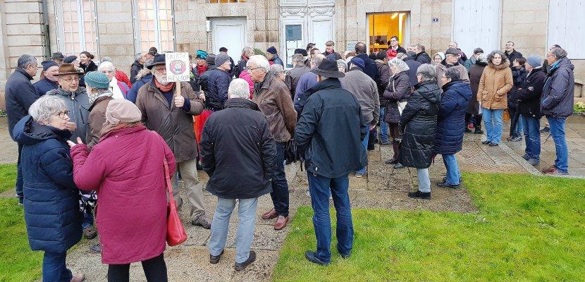 Manifestation anti-Linky à l'heure du Conseil municipal d'Alençon