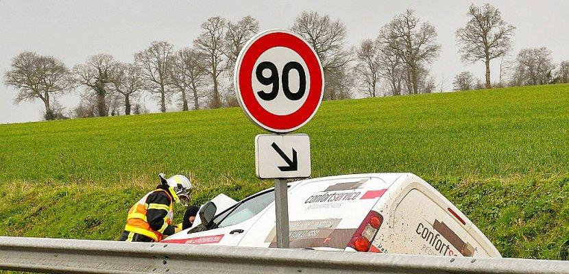 """Sécurité routière: Philippe martèle sa """"détermination"""" sur les 80 km/h"""