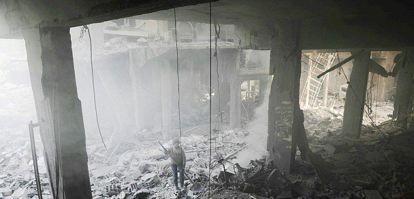Le régime syrien pilonne les dernières poches rebelles aux portes de Damas