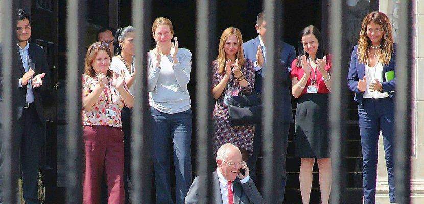 Pérou: proche de la destitution, le président Kuczynski démissionne