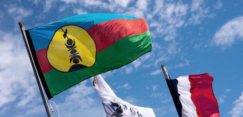 """Référendum en Nouvelle-Calédonie: Philippe trouve un """"compromis"""" au bout de la nuit"""