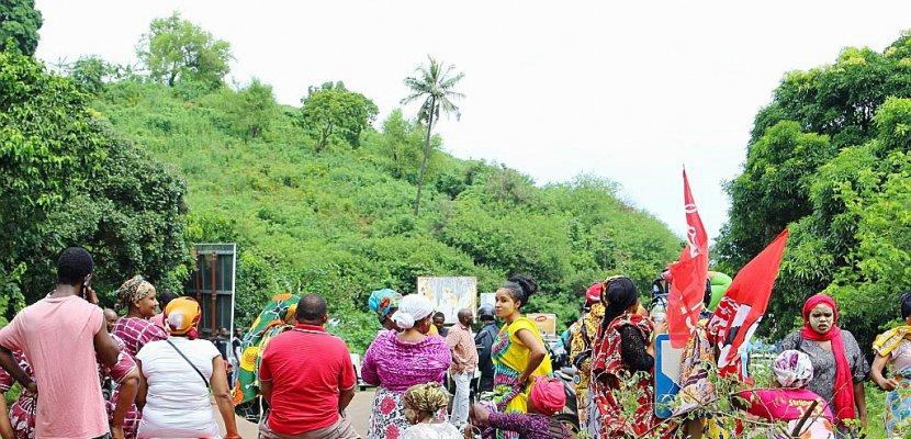 Mayotte: appel à la levée immédiate des barrages