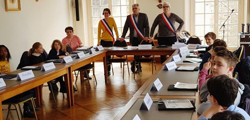 L'Aigle: 18 écoliers forment le nouveau Conseil Municipal des Jeunes