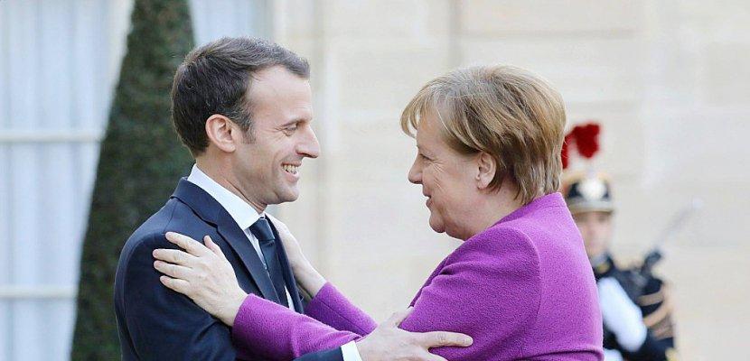 Macron tente de relancer ses projets européens face à Merkel