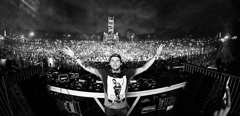 Artistes et fans rendent hommage au DJ Avicii