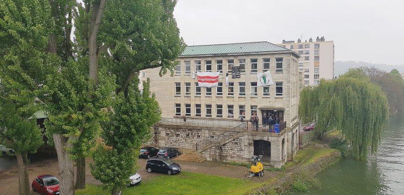 Bâtiment occupé sur l'île Lacroix à Rouen: le Surgissement se met en place