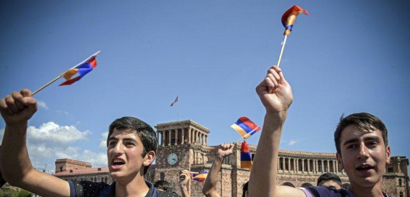 En Arménie, un règlement fragile se profile après des semaines de protestations