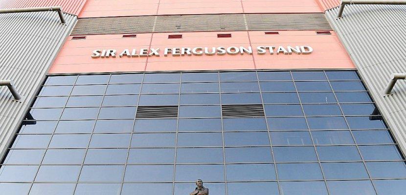 Opération d'Alex Ferguson: les témoignages d'affection affluent dans un Manchester inquiet